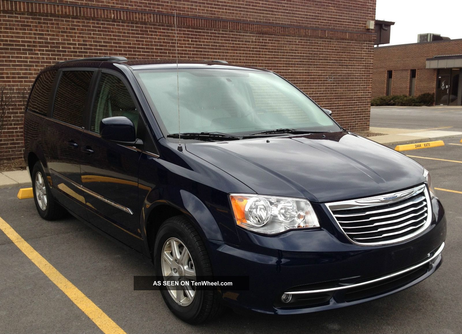 2013 Chrysler Town And Country #10