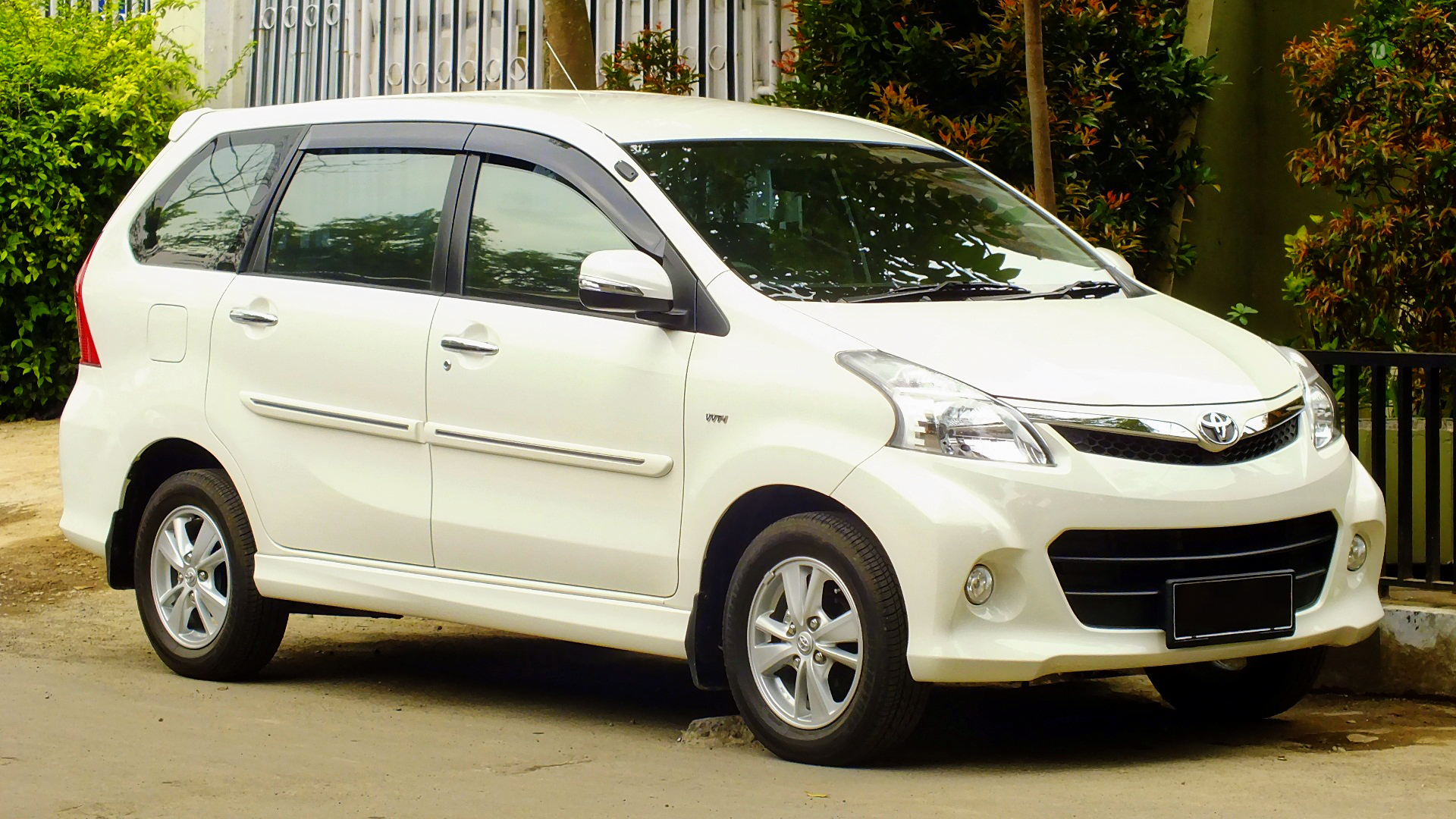 Toyota Avanza Photos, Informations, Articles