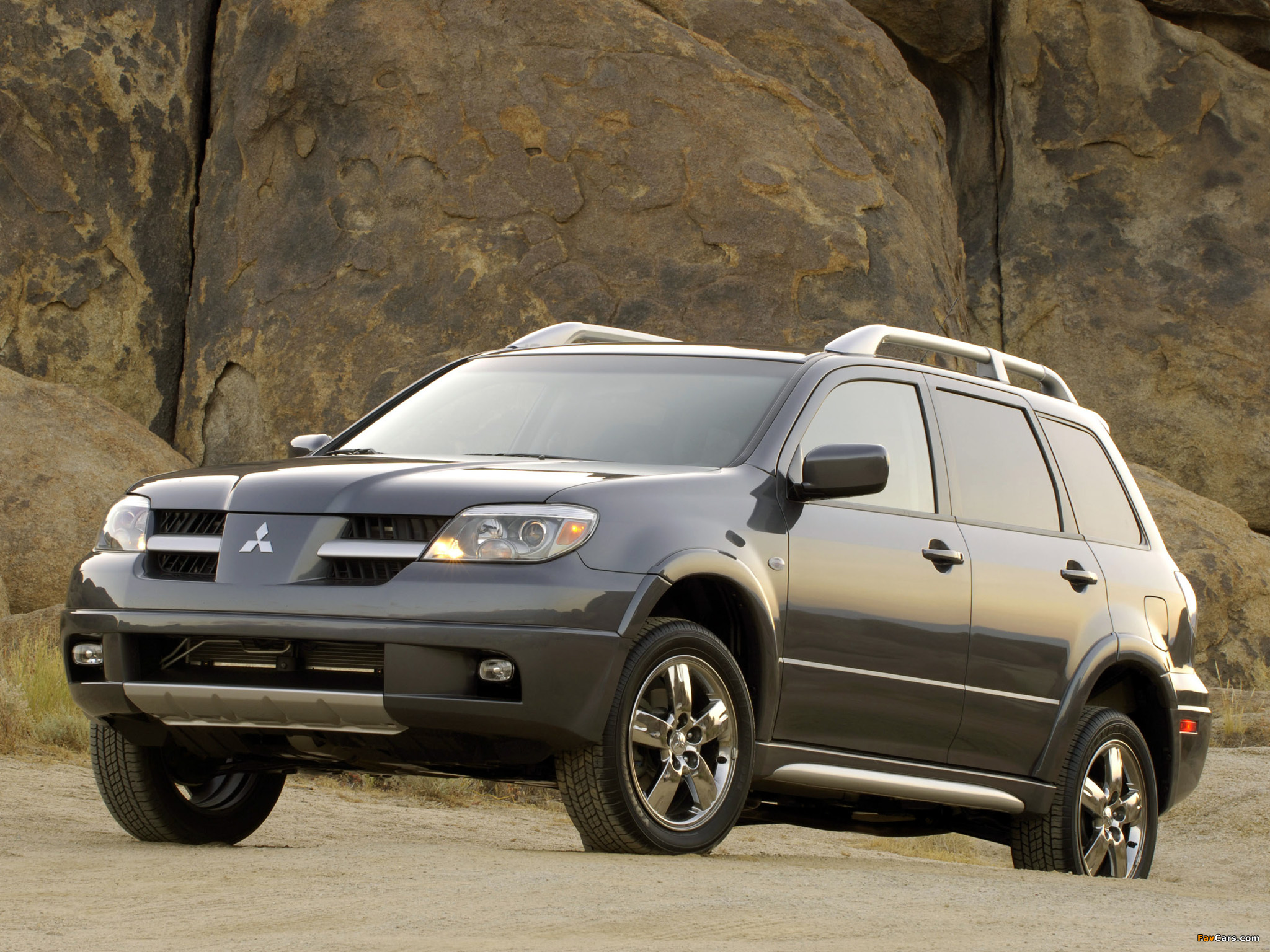 2003 mitsubishi outlander photos informations articles. Black Bedroom Furniture Sets. Home Design Ideas