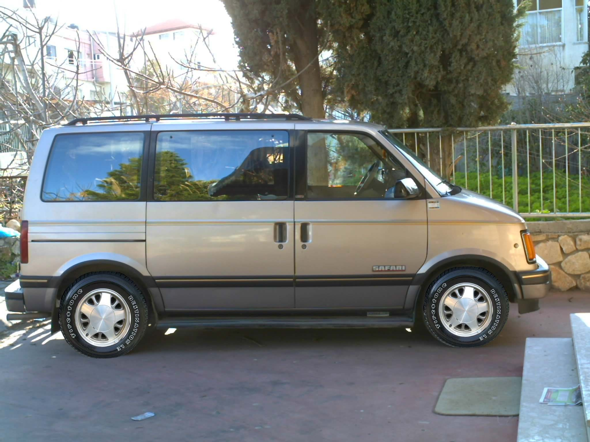 1993 GMC Safari #3