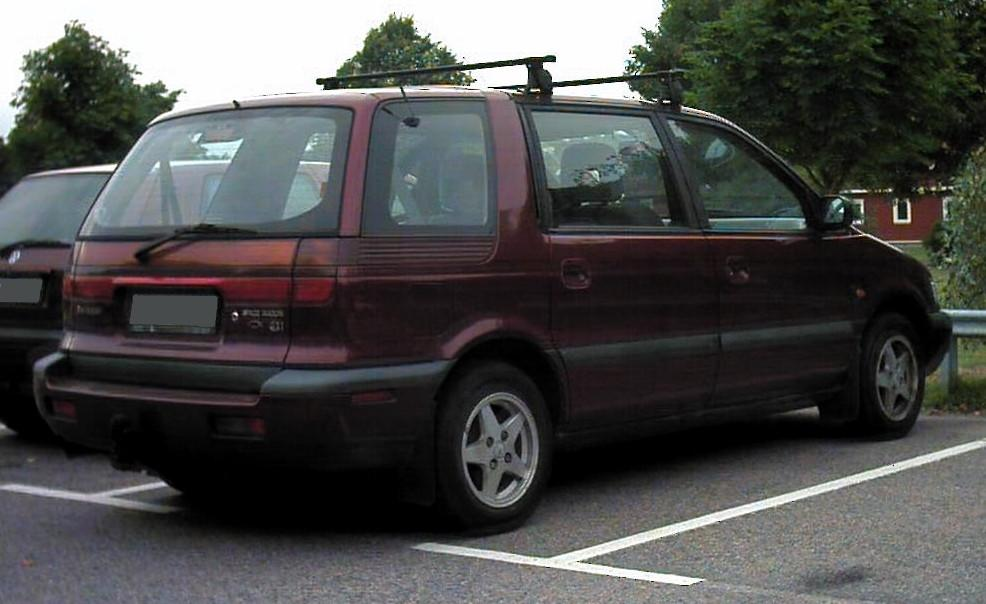 1992 Mitsubishi Space Wagon #9