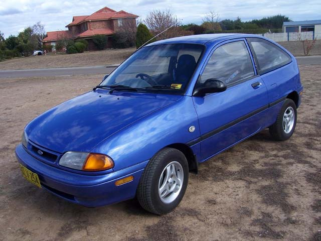 1995 Ford Aspire #8
