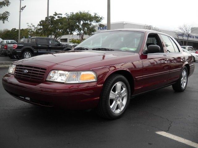 2005 Ford Crown Victoria #13