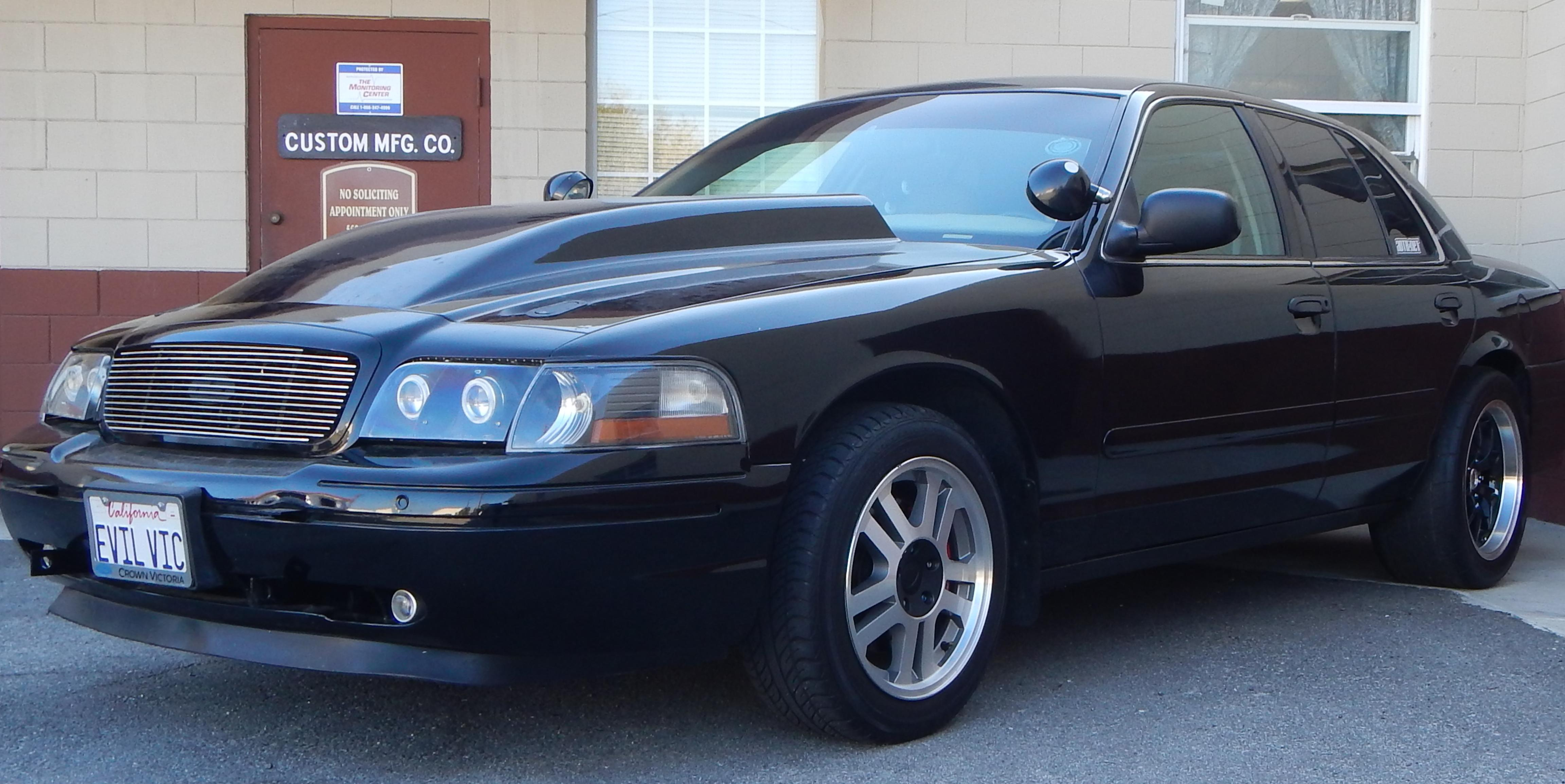 2003 Ford Crown Victoria #8