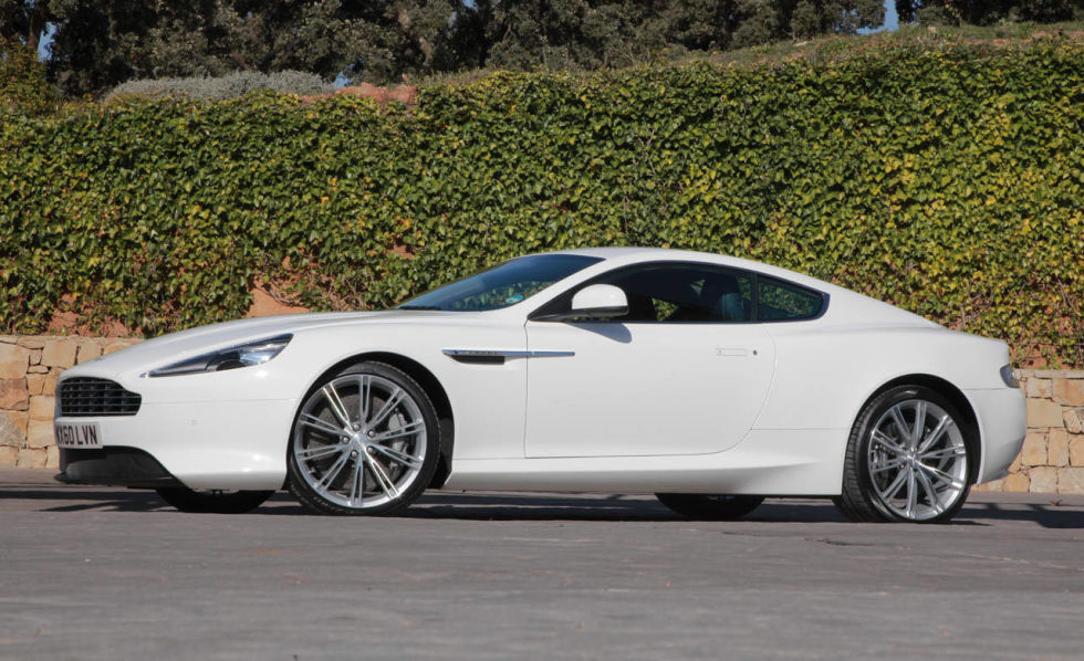 Aston Martin Virage #16