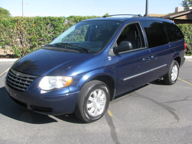 2005 Chrysler Town And Country #7