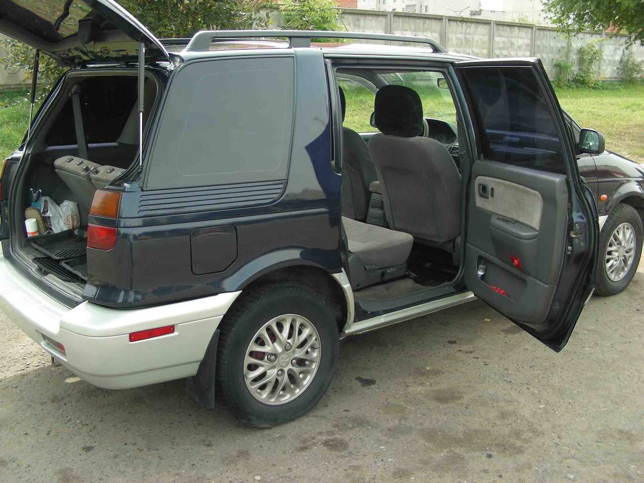 1997 Mitsubishi Space Wagon #8