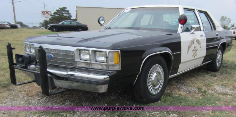 1991 Ford Ltd Crown Victoria #16