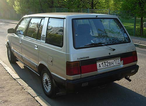 1991 Mitsubishi Space Wagon #6
