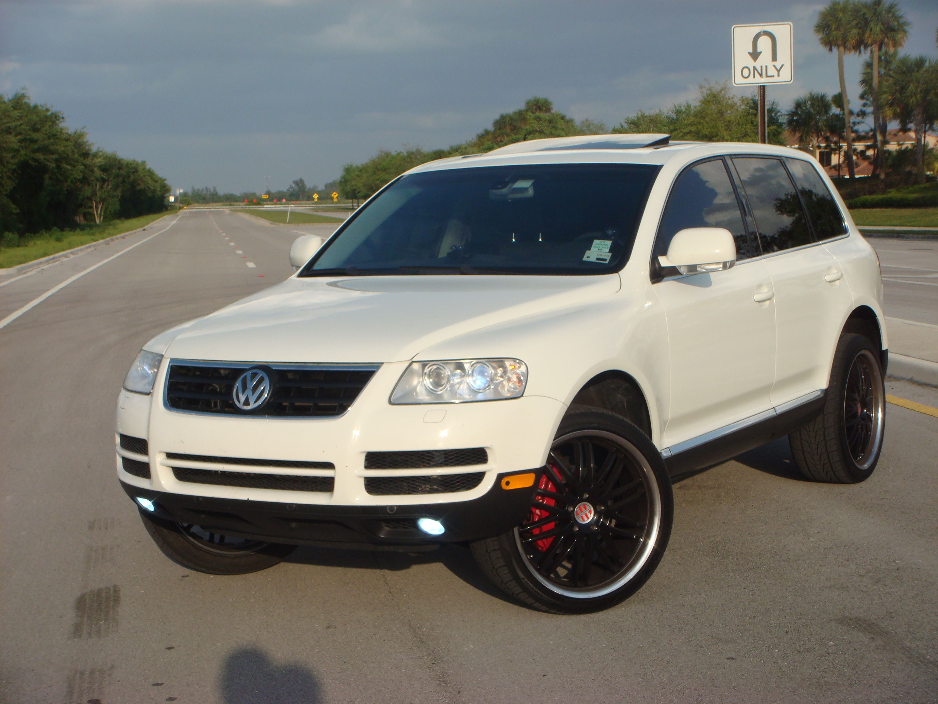 2004 volkswagen touareg photos informations articles. Black Bedroom Furniture Sets. Home Design Ideas