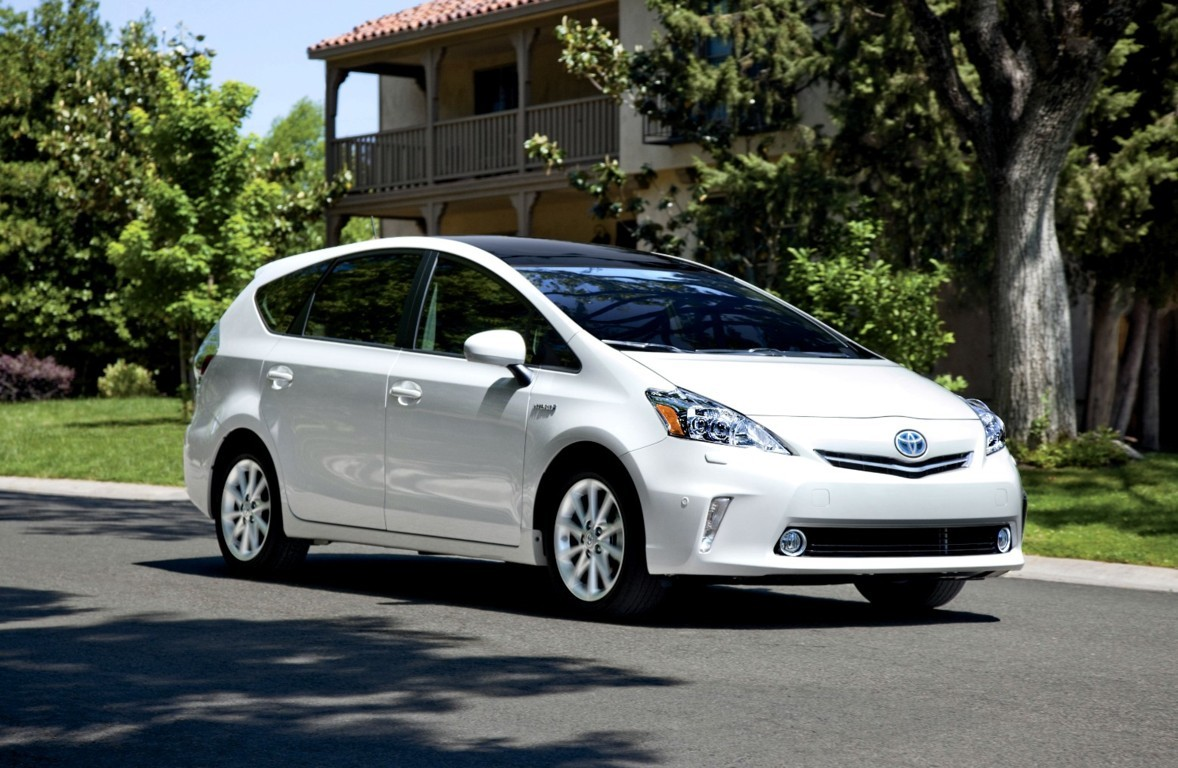 2015 toyota prius v photos informations articles. Black Bedroom Furniture Sets. Home Design Ideas