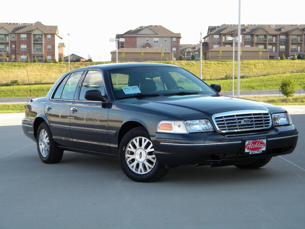 2005 Ford Crown Victoria #17