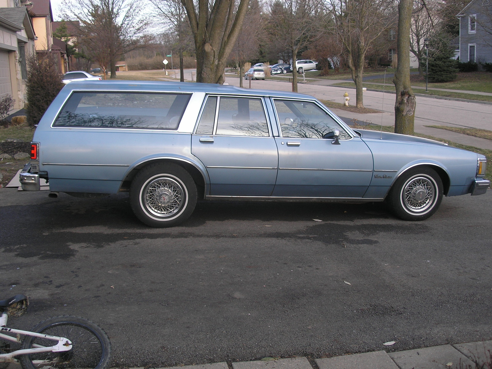 1990 Oldsmobile Custom Cruiser #10