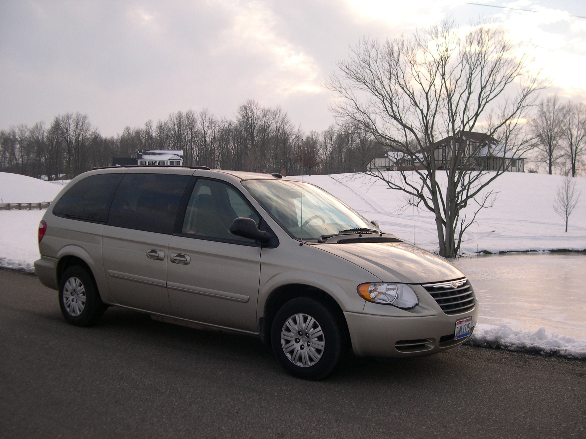 2005 Chrysler Town And Country #4
