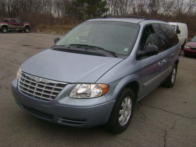 2005 Chrysler Town And Country #12
