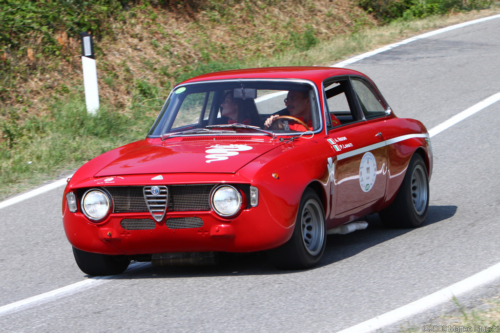 Alfa Romeo GTA Photos, Informations, Articles - BestCarMag.com