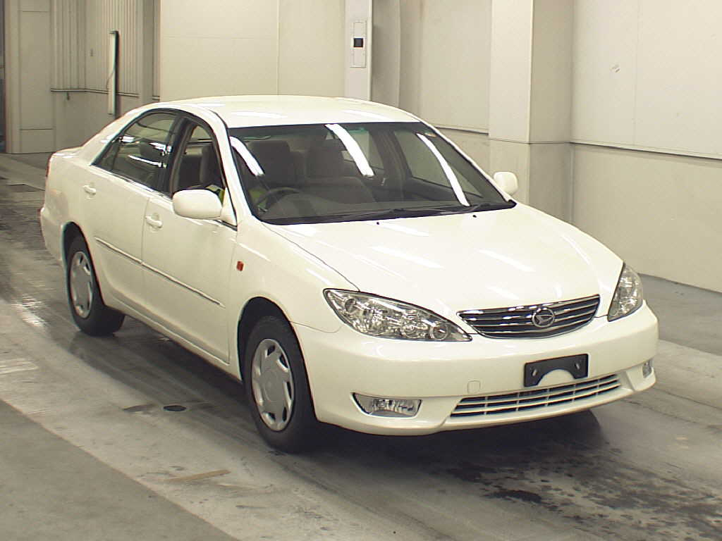 2005 Daihatsu Altis Photos, Informations, Articles