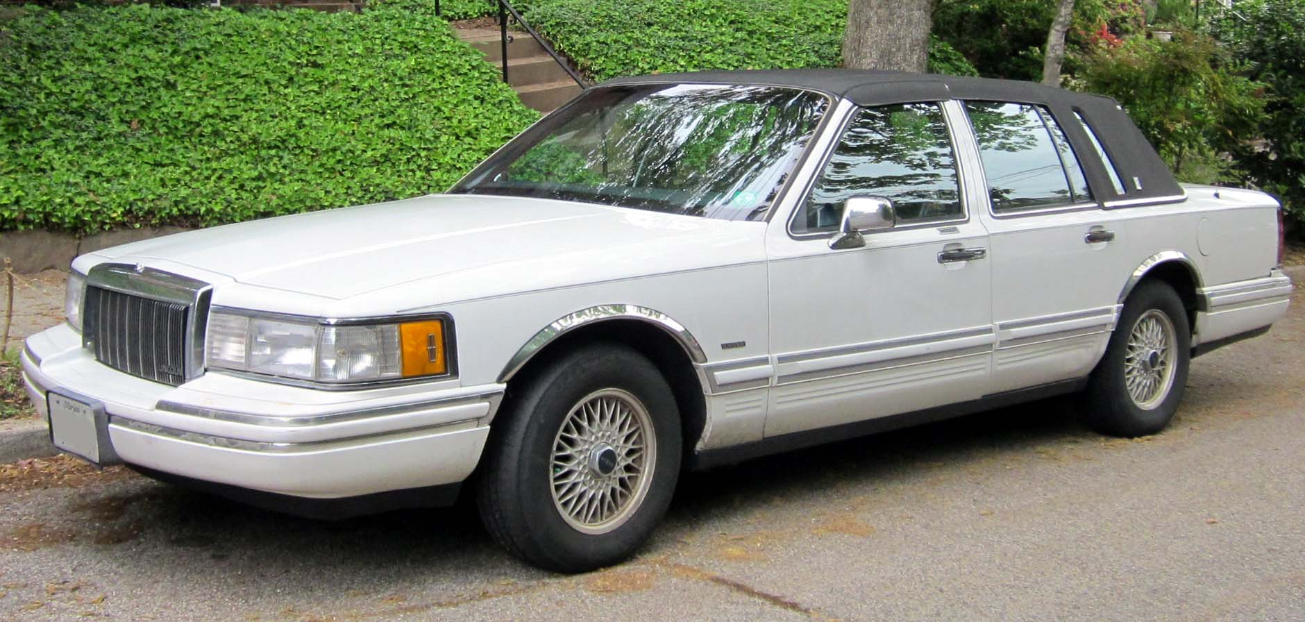 1995 Lincoln Town Car Photos Informations Articles Bestcarmag Com