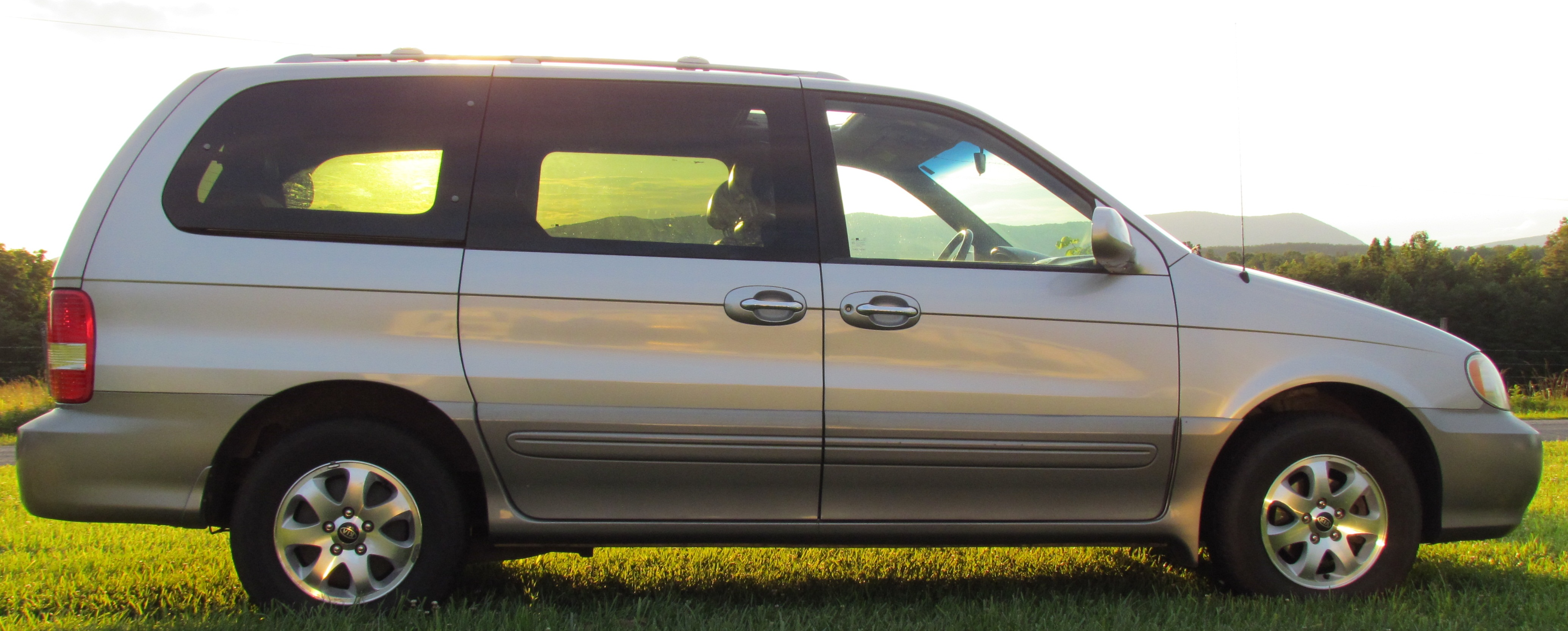 2005 Kia Carnival Photos  Informations  Articles