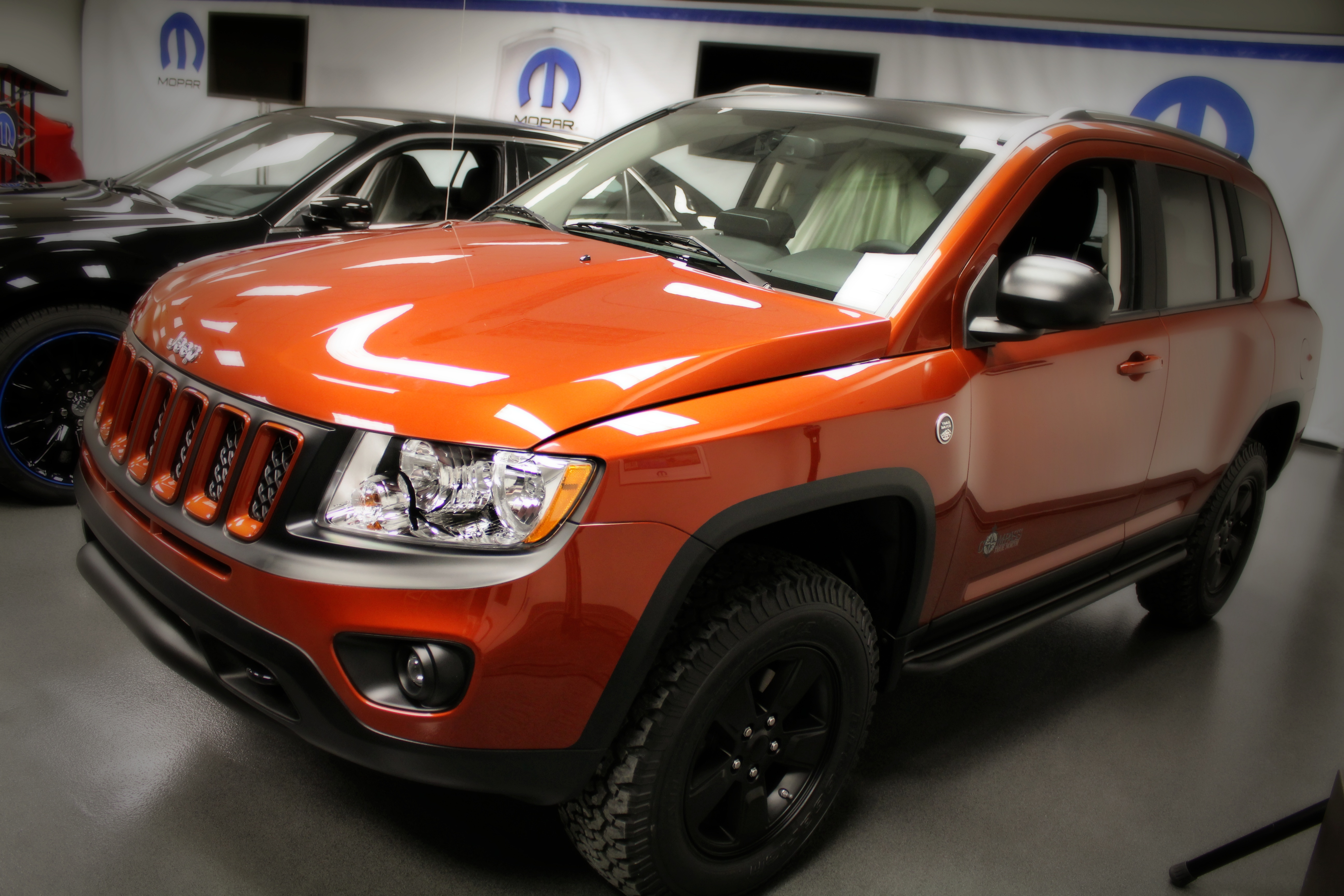 2012 jeep compass photos informations articles. Black Bedroom Furniture Sets. Home Design Ideas