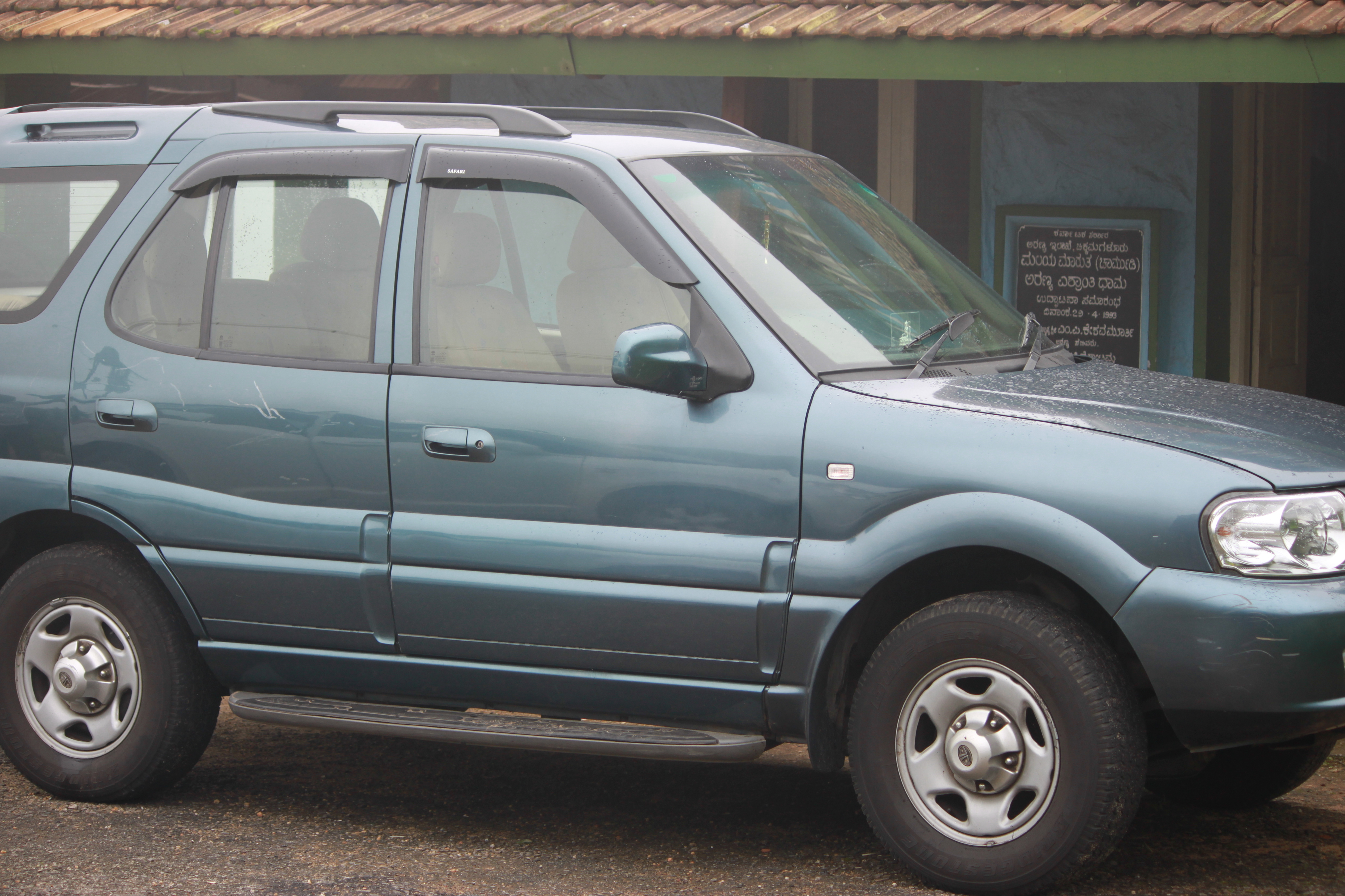 2002 Tata Safari #1