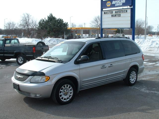 2002 Chrysler Town And Country #5