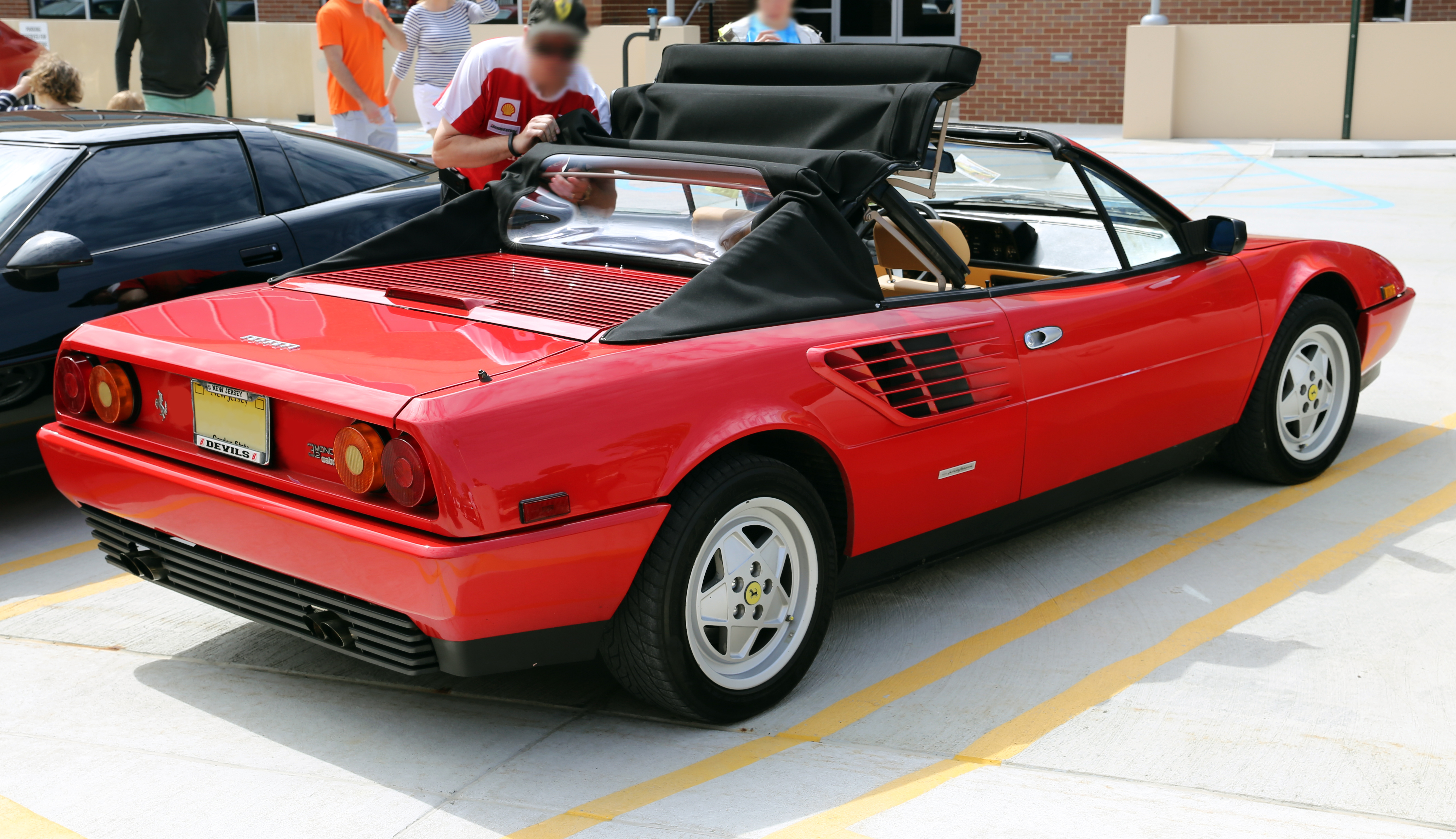 1984 ferrari mondial photos informations articles. Black Bedroom Furniture Sets. Home Design Ideas