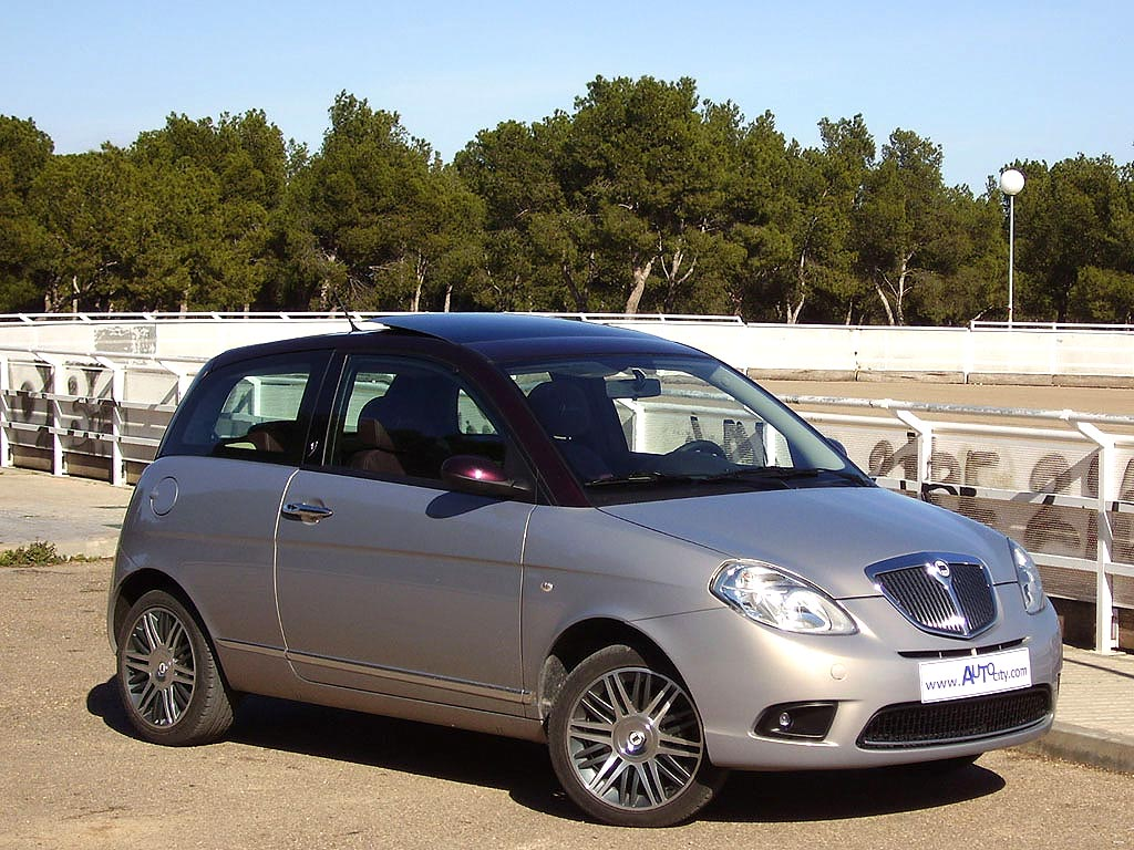 2010 lancia ypsilon photos informations articles. Black Bedroom Furniture Sets. Home Design Ideas