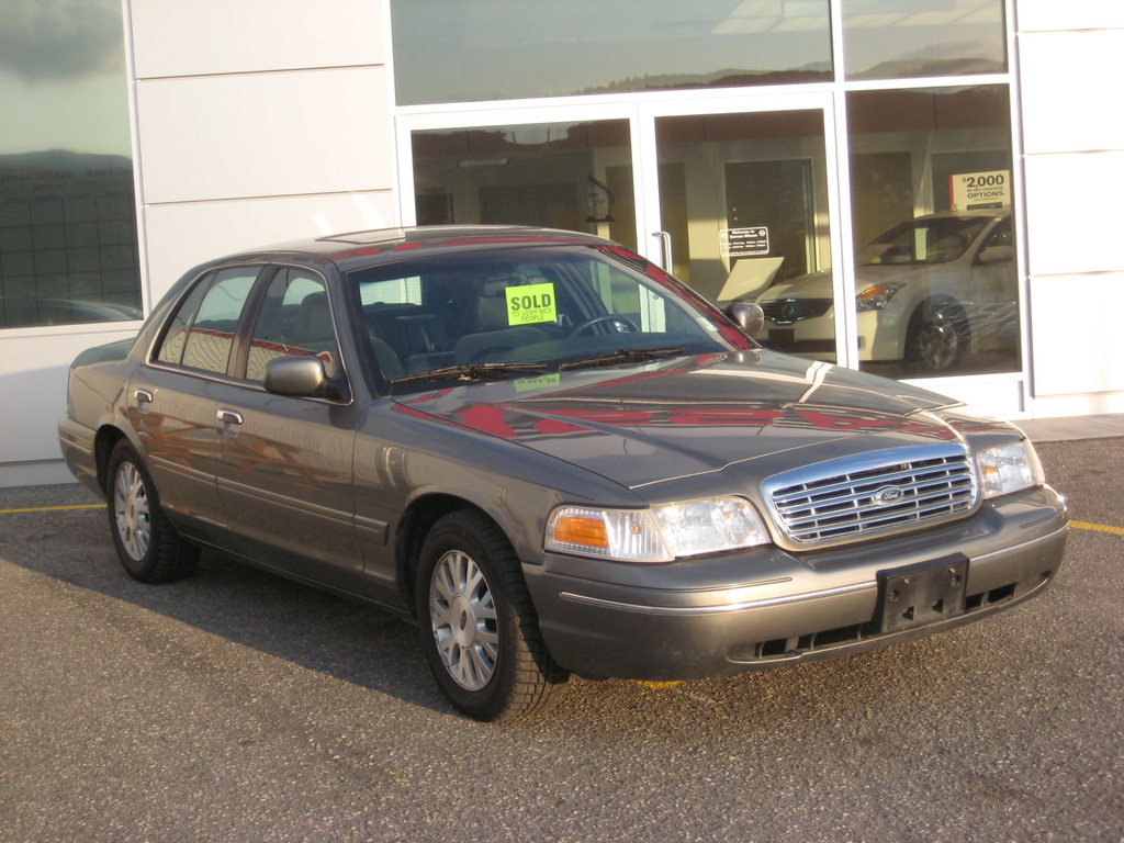 2003 Ford Crown Victoria #7