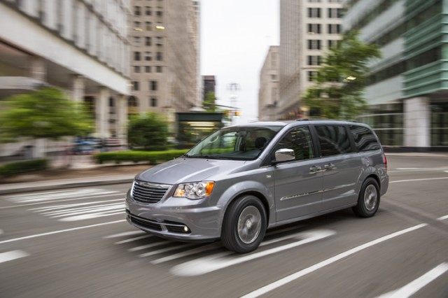 2014 Chrysler Town And Country #3