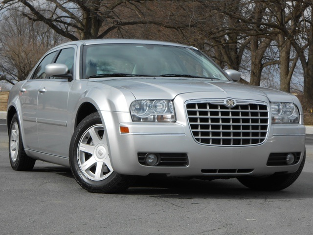 2005 Chrysler 300 #13