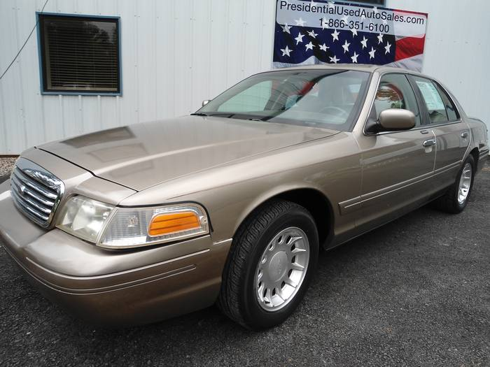 2001 Ford Crown Victoria #16