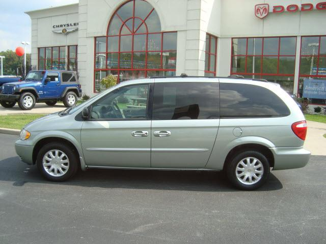 2003 Chrysler Town And Country #8