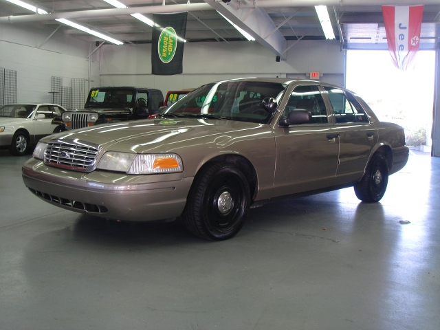 2003 Ford Crown Victoria #17