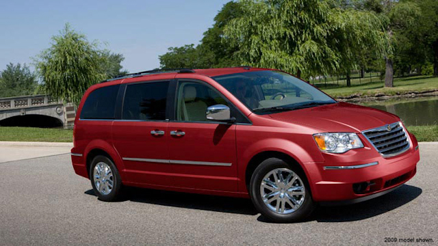 2010 Chrysler Town And Country #9