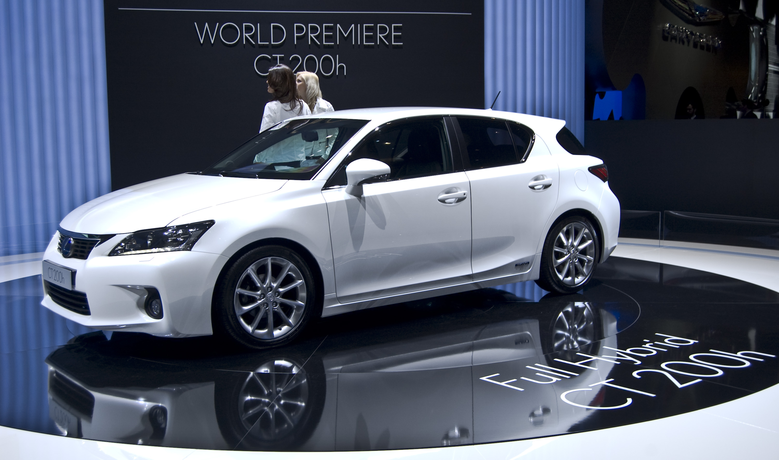 lexus ct 200h photos informations articles. Black Bedroom Furniture Sets. Home Design Ideas