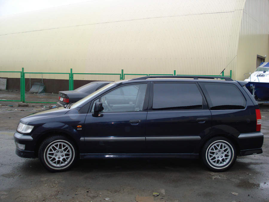 2002 Mitsubishi Space Wagon #14