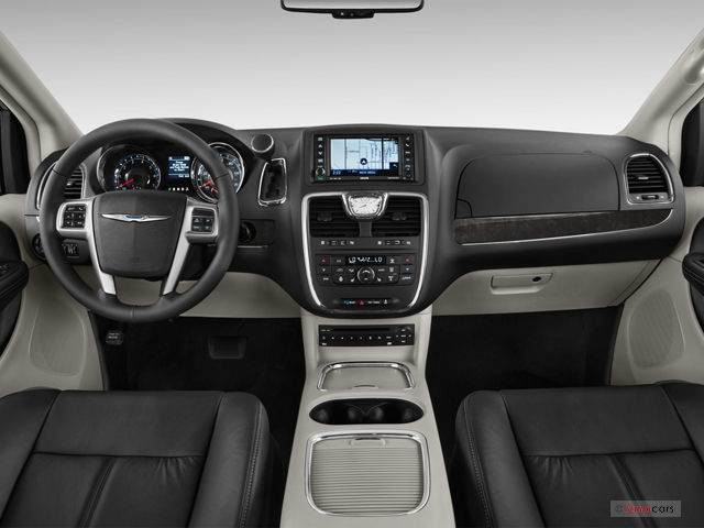 2015 Chrysler Town And Country #8