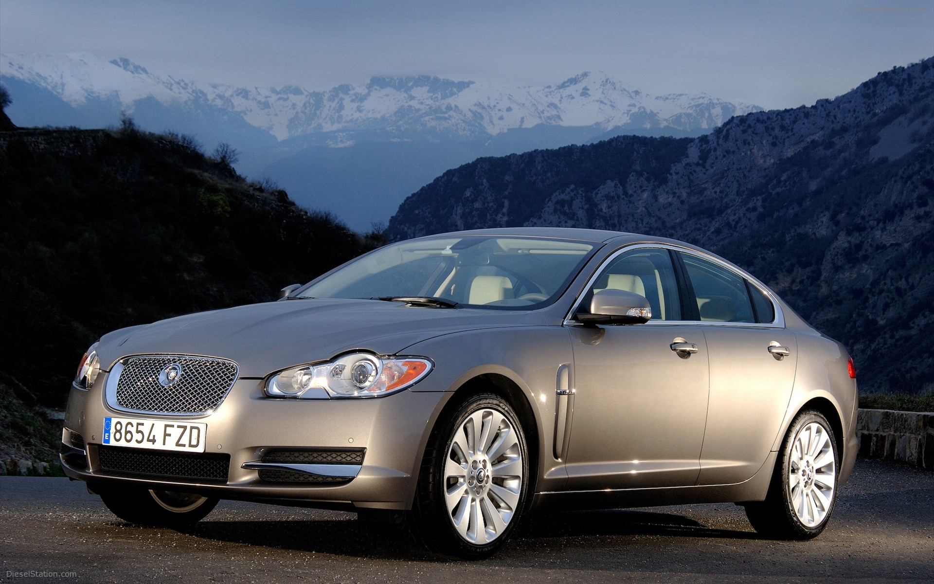 2010 jaguar xf photos informations articles. Black Bedroom Furniture Sets. Home Design Ideas