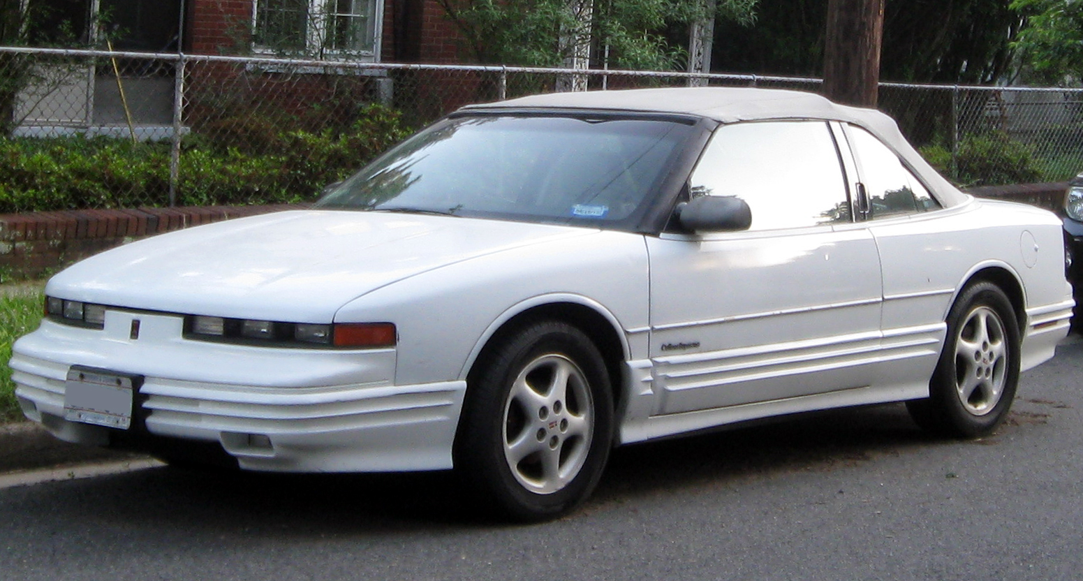 1997 Oldsmobile Cutlass Supreme #4