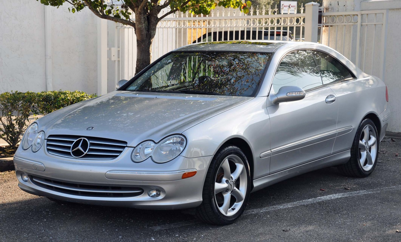 2005 mercedes benz clk class photos informations articles. Black Bedroom Furniture Sets. Home Design Ideas
