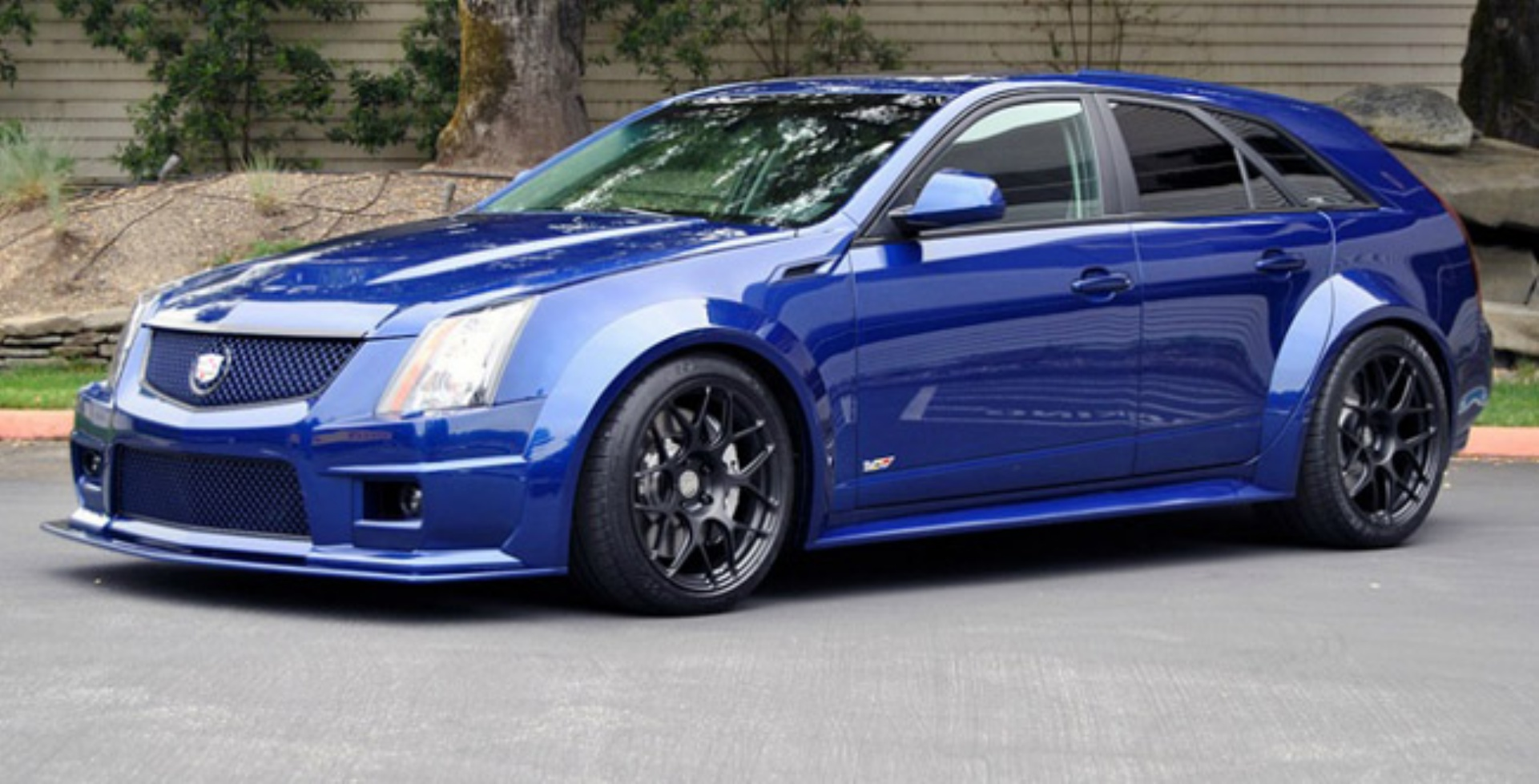 2012 cadillac cts v wagon photos informations articles. Black Bedroom Furniture Sets. Home Design Ideas