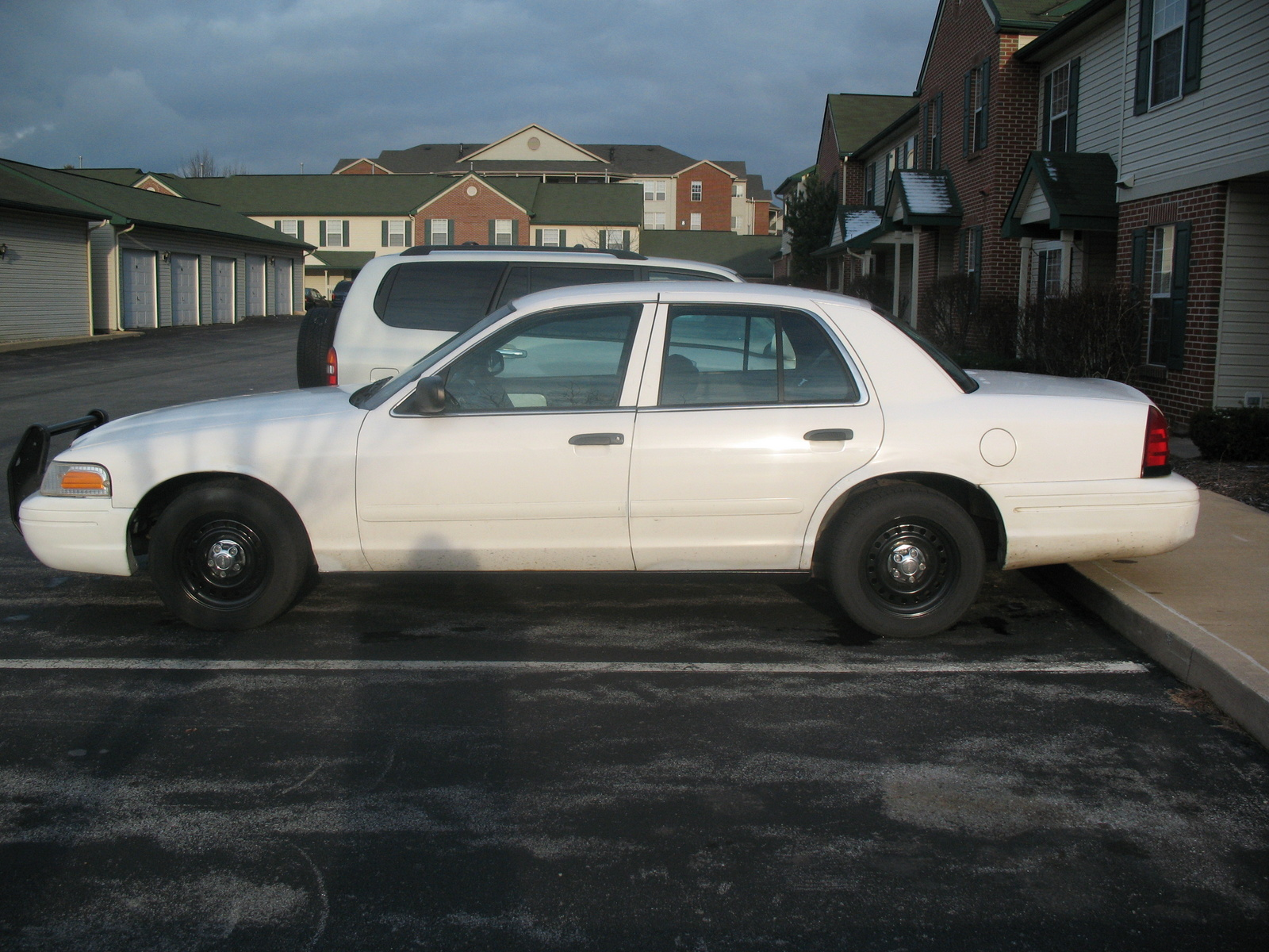2001 Ford Crown Victoria #13