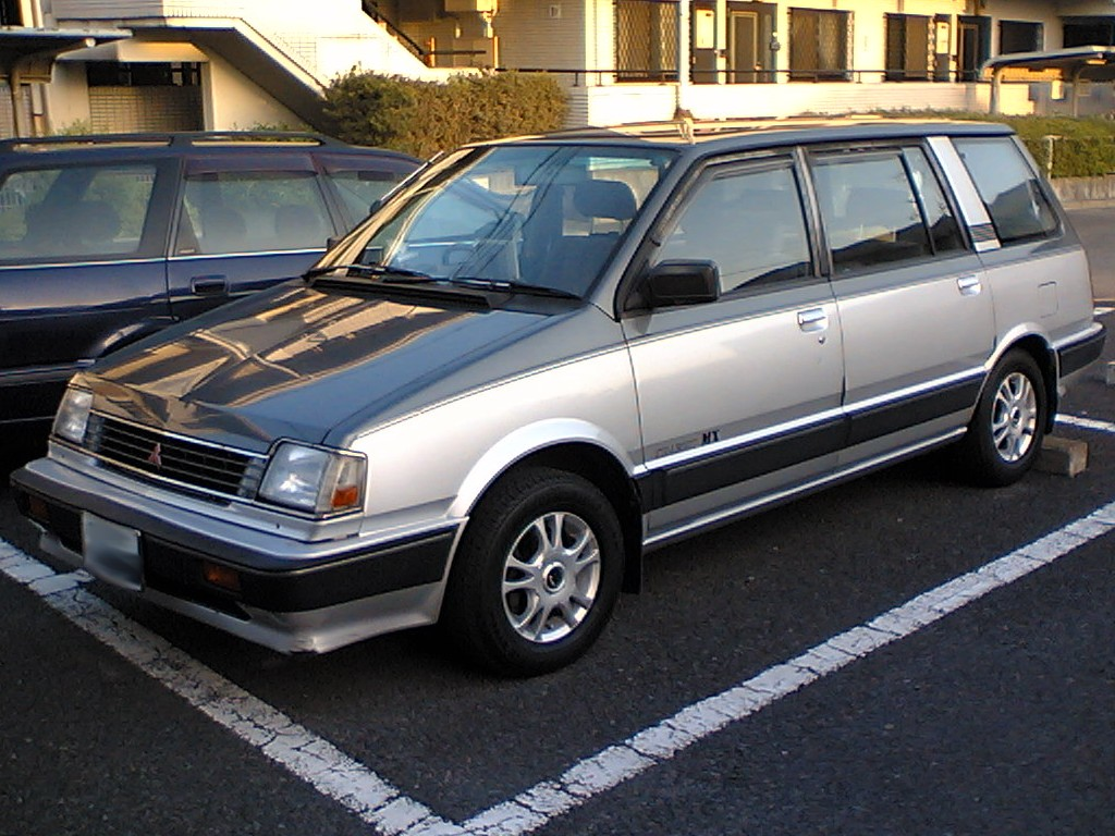 1990 Mitsubishi Space Wagon #10