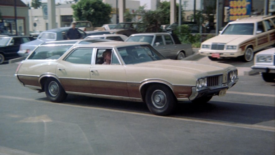 1970 Oldsmobile Vista Cruiser #4