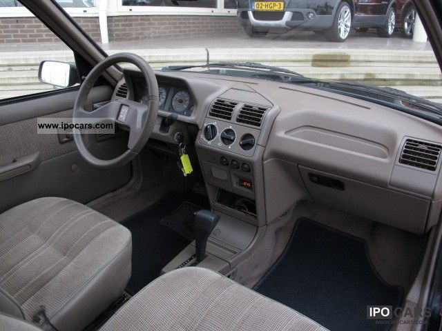 1993 peugeot 205 photos informations articles for Interieur 306