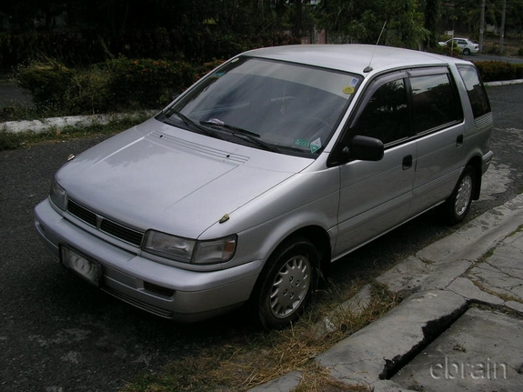1993 Mitsubishi Space Wagon #2
