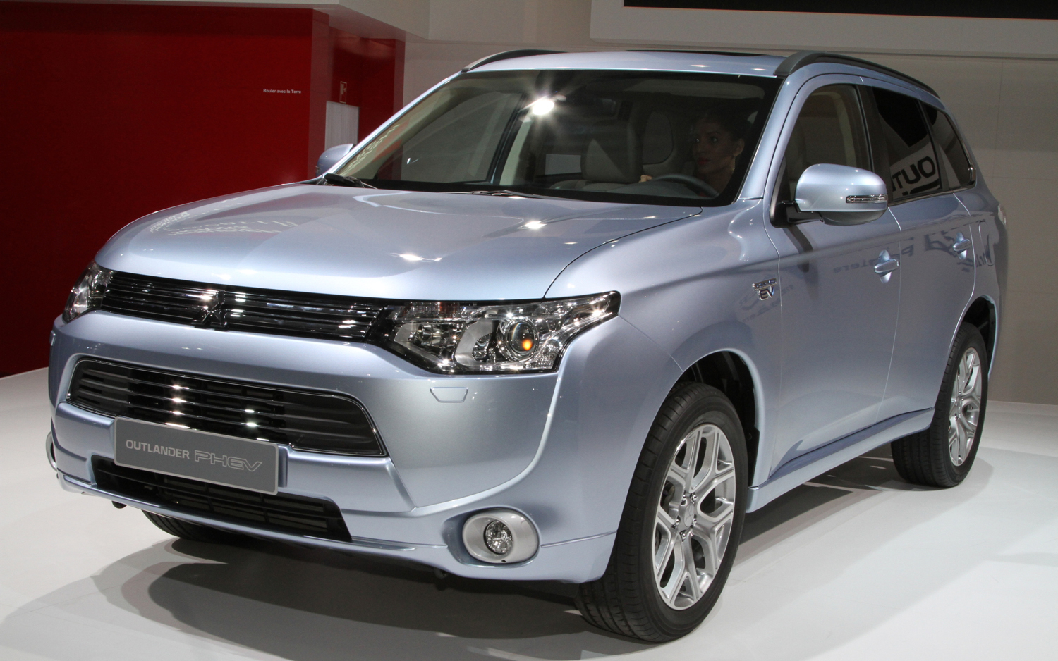 2013 mitsubishi outlander photos informations articles. Black Bedroom Furniture Sets. Home Design Ideas