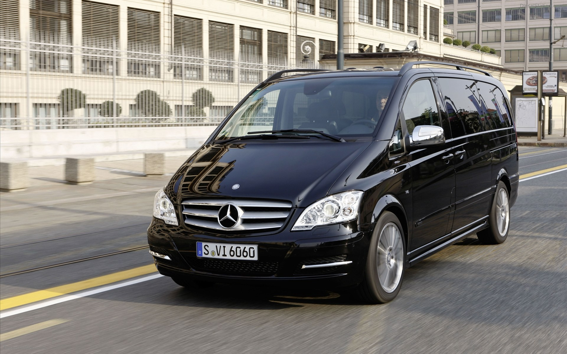 Mercedes-Benz Viano #13