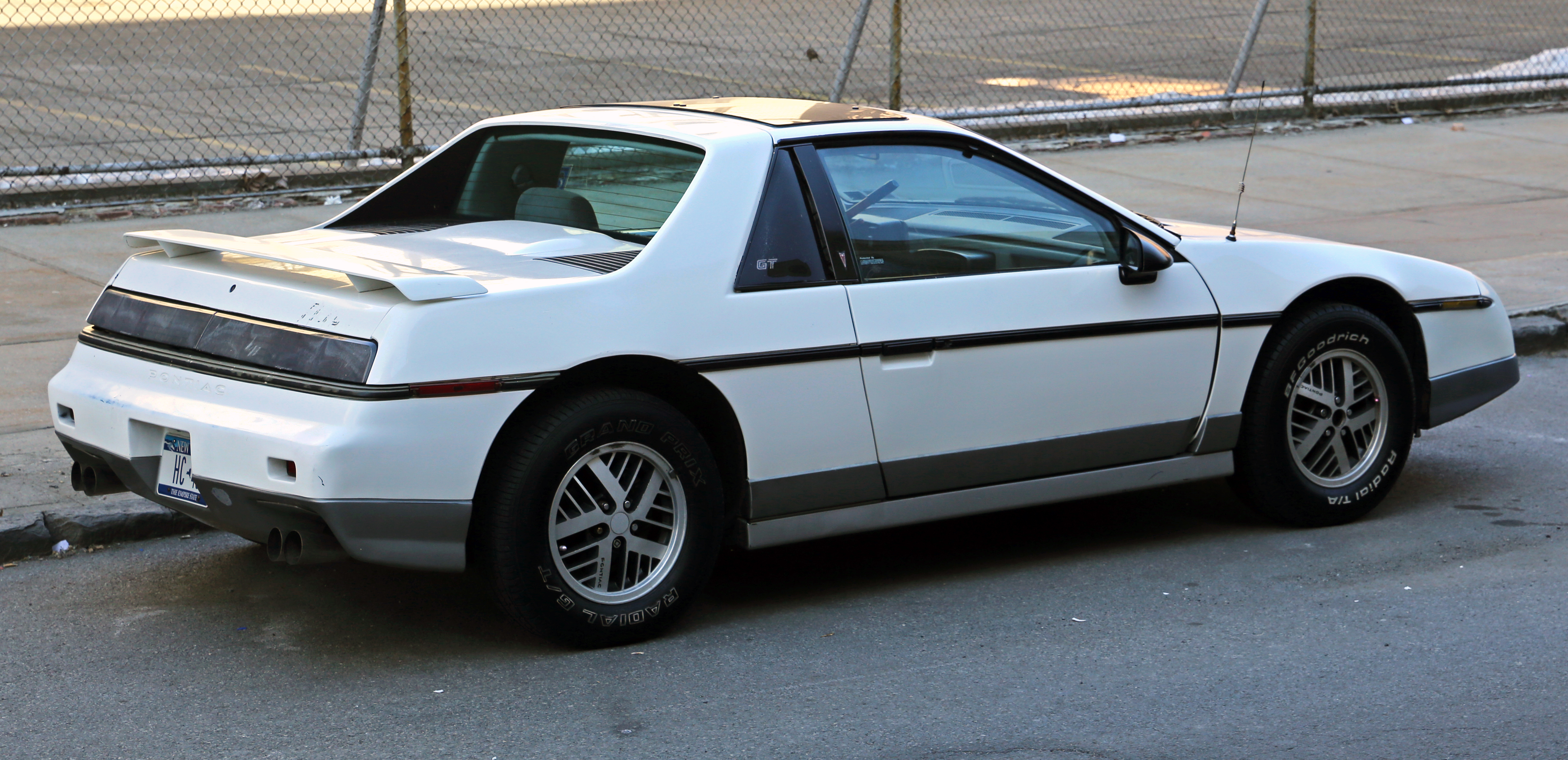 1985 pontiac fiero photos  informations  articles